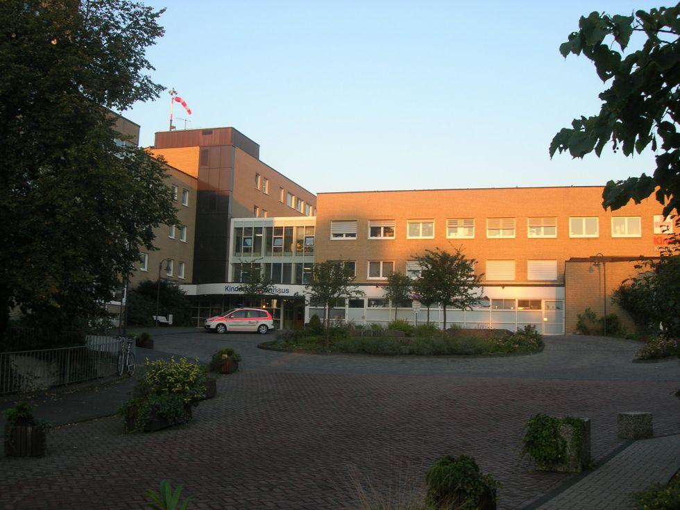 Prof. - Thomas Boemers - Kliniken der Stadt Köln gGmbH - Kinderkrankenhaus Köln Amsterdamer Straße - Außenansicht