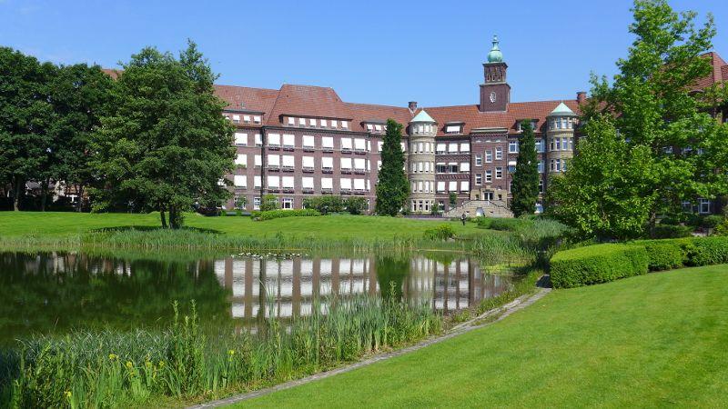 Prof. - Gerd Rudolf Lulay - Gesundheitszentrum Rheine: Mathias Spital  - Außenansicht