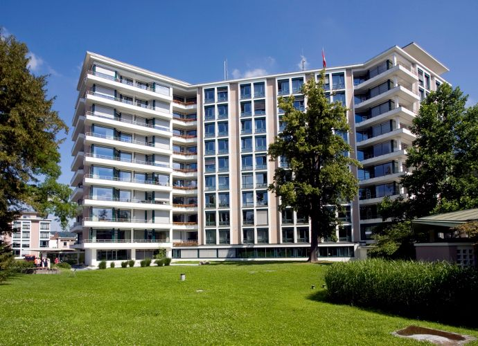 Prof. - Thomas Gasser - Kantonsspital Liestal, Baselland - Klinikgelände