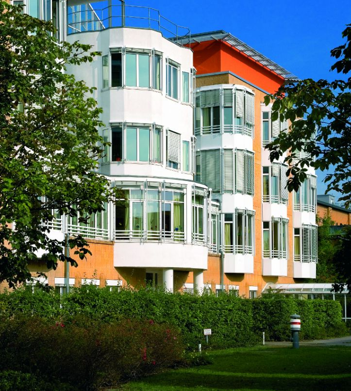 Dr. - Akos Zahar - HELIOS Klinikum Emil von Behring GmbH - Außenansicht