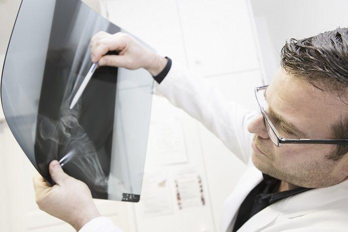 Dr. - Martin Reese - Klinik Gut Chur