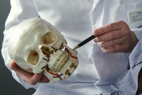Prof. - Siegfried Jänicke - Prof. Dr. Dr. Siegfried Jänicke - Klinikum Osnabrück GmbH - Klinik für Mund-, Kiefer-, Gesichtschirurgie, Zentrum für Implantologie, Ästhetische Gesichtschirurgie