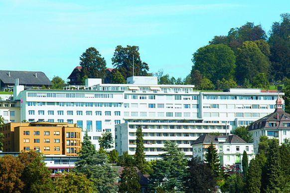 Dr. - Oliver Nic Hausmann - Klinik St. Anna
