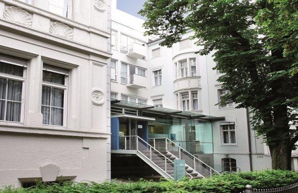 Dr. - Michael Hille - Artemed Fachklinik München